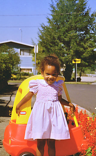 SL in pink dress with yellow car
